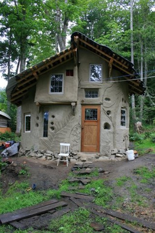 Meet the mudgirls shawndra miller - The cob house the beauty of simplicity ...