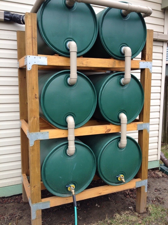 Good to Grow's custom-built water barrel towers enable urban gardeners to save large amounts of rainwater.