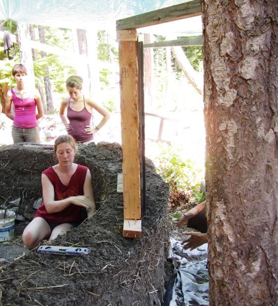 Rose (inside wall) facilitates a Mudgirls workshop.